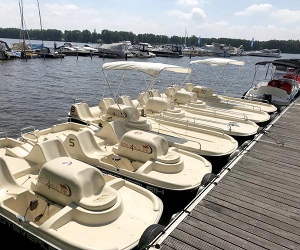 Auswahl an Tretbooten von Boat4All Berlin