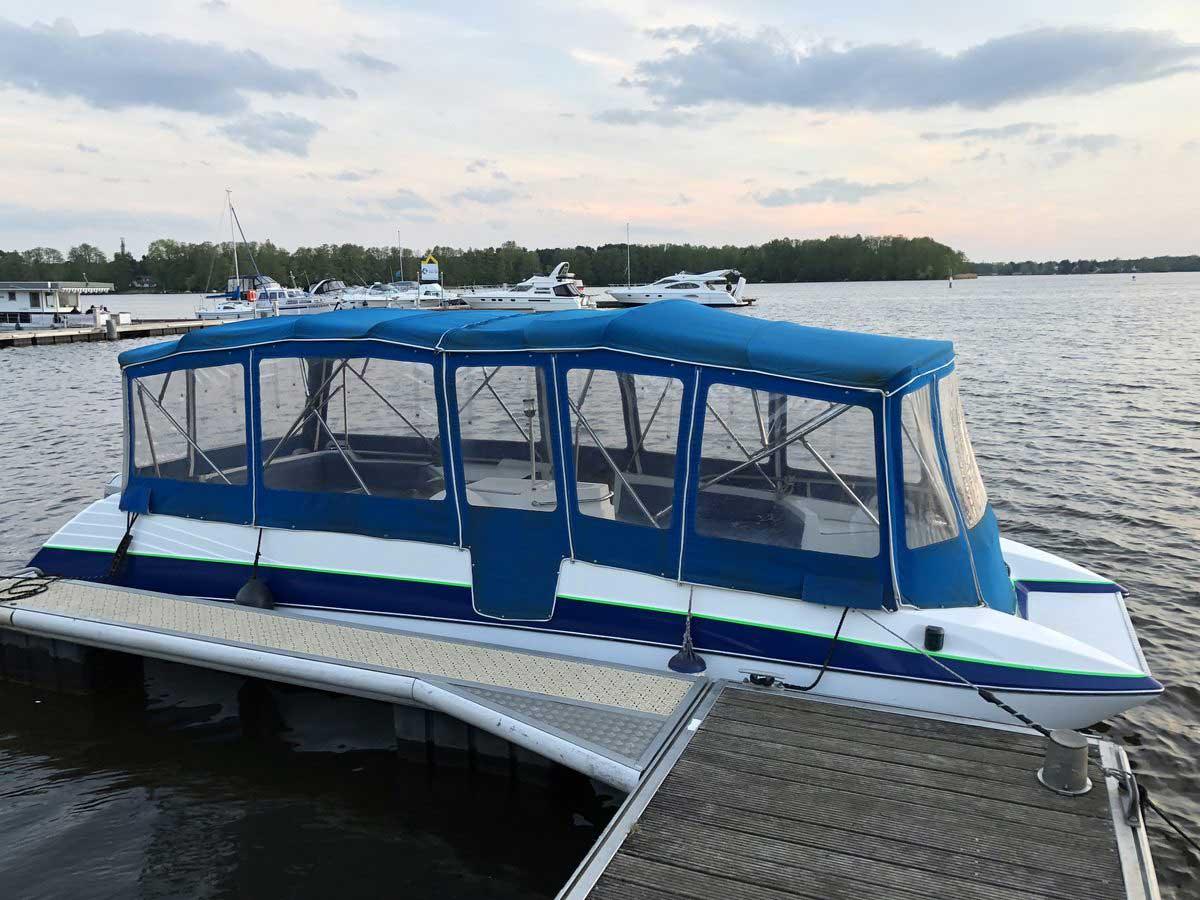 Bayliner Boot von Boat4All Berlin Seitenansicht mit Verdeck