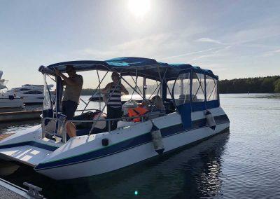 Bayliner Boot von Boat4All Berlin Seitenansicht mit Fahrgästen