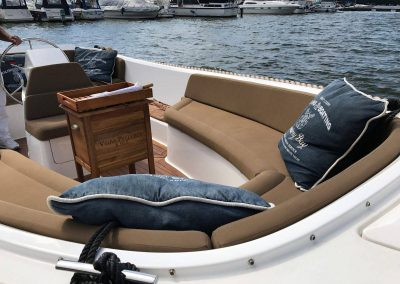 Lifestyle650 Boot von Boat4All Berlin Innenansicht mit Dekorationen
