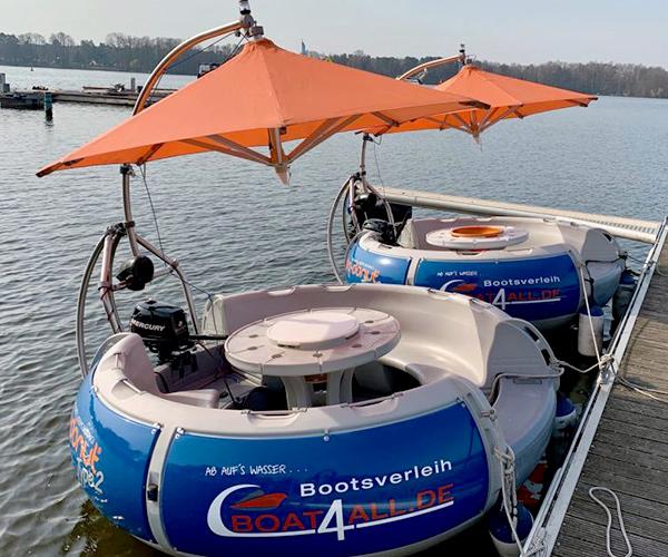 BBQ Donut Boot von Boat4All Berlin Seitenansicht