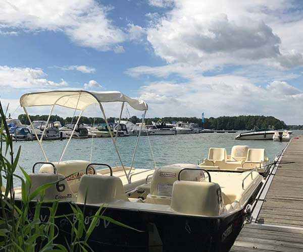Colano XL Boot von Boat4All Berlin am Bootsanleger