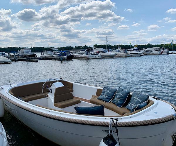 Lifestyle650 Boot von Boat4All Berlin Frontansicht