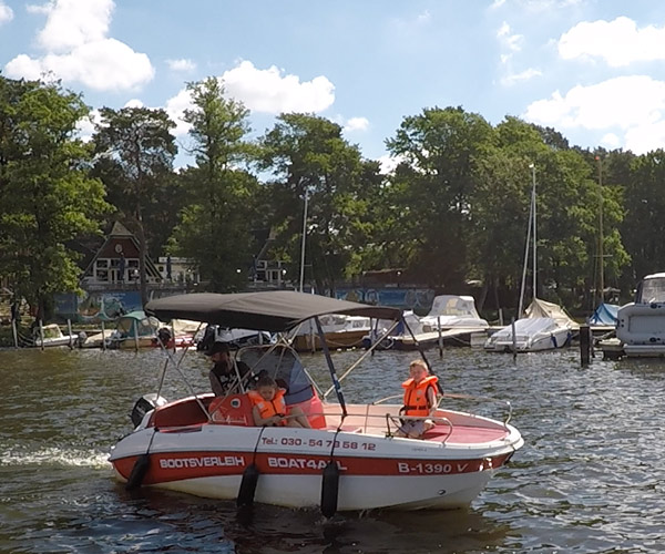 Open450 Boot von Boat4All Berlin in Action auf dem Krossinsee