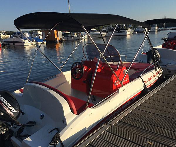 Open450 Boot von Boat4All Berlin Seitenansicht mit Verdeck