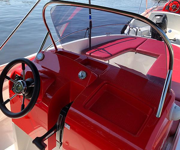 Open450 Boot von Boat4All Berlin Fahrerkabine