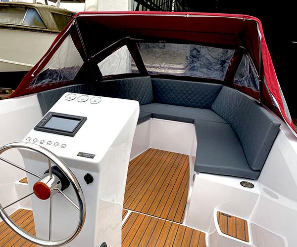 Sloep Namare Boot von Boat4All Berlin Innenansicht mit Verdeck