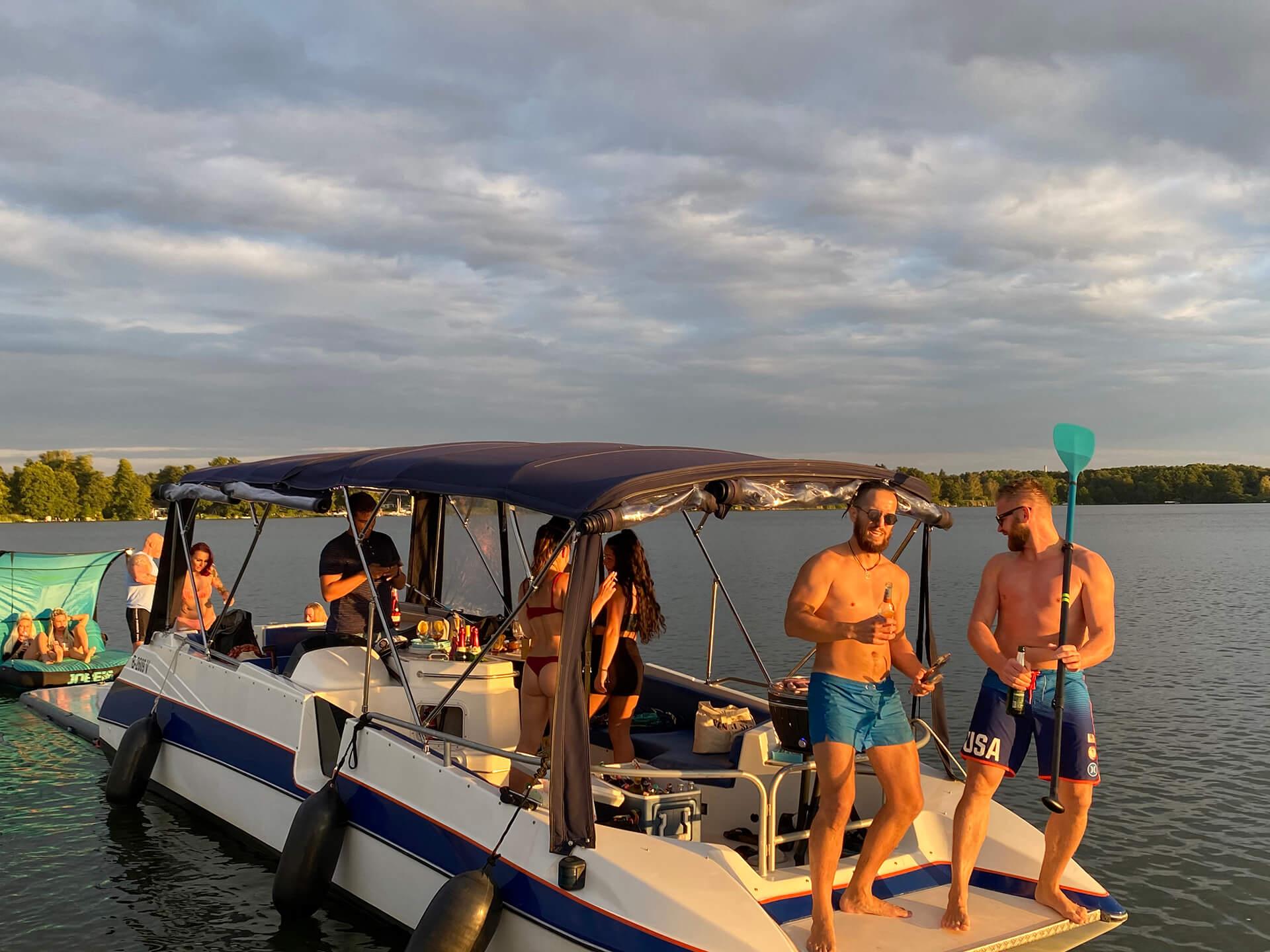 Berliner Partyboot des Bootsverleih Boat4All Berlin